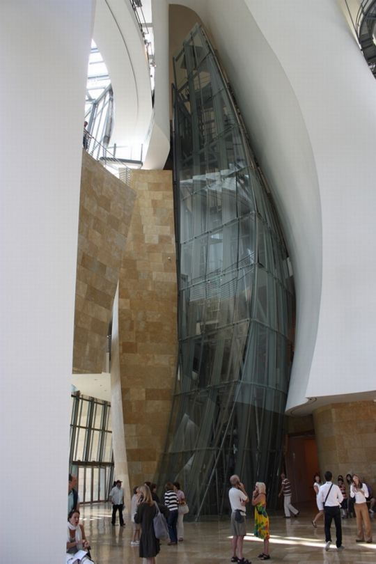 Τhe Guggenheim Museum - Bilbao - The Fascinating Transformation.